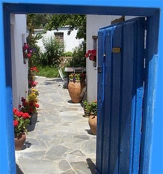 titel_hotel_puerta_azul